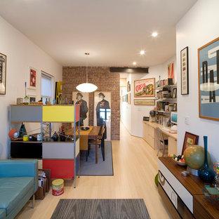 ニューヨークの小さいインダストリアルスタイルのおしゃれなLDK (白い壁、竹フローリング、暖炉なし、テレビなし、茶色い床) の写真