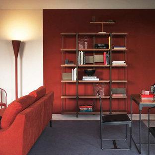 Imagen de biblioteca en casa cerrada, minimalista, de tamaño medio, sin chimenea y televisor, con paredes rojas, moqueta y suelo azul