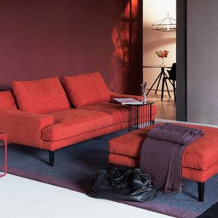 Mittelgroßes, Repräsentatives, Fernseherloses, Abgetrenntes Modernes Wohnzimmer ohne Kamin mit roter Wandfarbe, Teppichboden und weißem Boden in Los Angeles