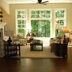 traditional living room by Dwellings