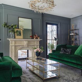 Imagen de salón para visitas cerrado, tradicional renovado, de tamaño medio, con paredes azules, moqueta, chimenea tradicional, marco de chimenea de yeso y suelo gris