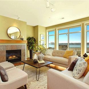 シアトルの大きいトランジショナルスタイルのおしゃれな独立型リビング (フォーマル、緑の壁、無垢フローリング、標準型暖炉、コンクリートの暖炉まわり) の写真