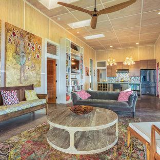 ハワイの中サイズのトロピカルスタイルのおしゃれなLDK (コンクリートの床、暖炉なし、グレーの床) の写真