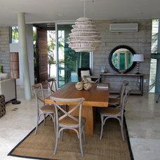 Modern Living Room by Carlos Alberto