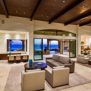 マイアミの巨大な地中海スタイルのおしゃれなLDK (フォーマル、ベージュの壁、標準型暖炉、タイルの暖炉まわり、壁掛け型テレビ、ベージュの床) の写真
