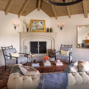 オレンジカウンティの広いトラディショナルスタイルのおしゃれな独立型リビング (フォーマル、濃色無垢フローリング、コーナー設置型暖炉、石材の暖炉まわり、テレビなし) の写真