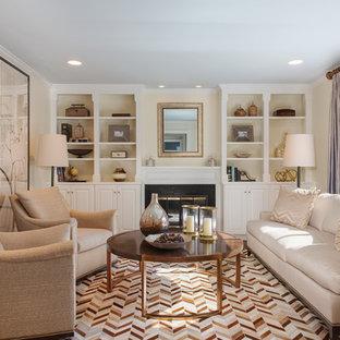 ニューヨークの小さいトラディショナルスタイルのおしゃれな独立型リビング (フォーマル、黄色い壁、標準型暖炉、濃色無垢フローリング、石材の暖炉まわり、茶色い床) の写真