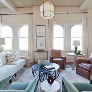 Idées déco pour un grand salon mansardé ou avec mezzanine classique avec un sol en bois brun, aucune cheminée, un sol marron, une salle de réception et un mur beige.