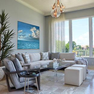 マイアミの地中海スタイルのおしゃれなリビングの写真