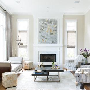 Idee per un grande soggiorno classico aperto con sala formale, pareti beige, pavimento in legno massello medio, nessuna TV, pavimento beige, camino classico e cornice del camino in pietra