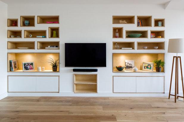 Scandinavian Living Room by Iguana Architects