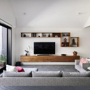Idéer för att renovera ett mellanstort funkis allrum med öppen planlösning, med vita väggar, klinkergolv i keramik, en fristående TV och grått golv