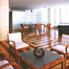 Modern Living Room by EM design group