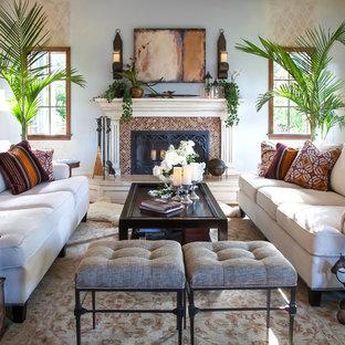 Idee per un soggiorno tradizionale di medie dimensioni e aperto con pareti blu, camino classico, sala formale, nessuna TV, pavimento in legno massello medio e cornice del camino piastrellata