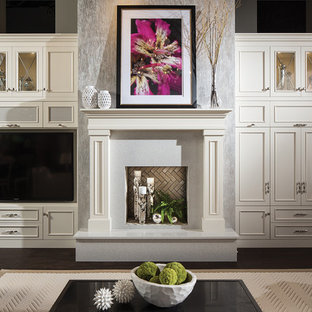 Ispirazione per un grande soggiorno chic aperto con sala formale, pareti grigie, parquet scuro, camino classico, cornice del camino in pietra, parete attrezzata e pavimento marrone
