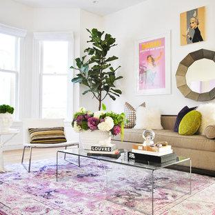 Ispirazione per un soggiorno minimal di medie dimensioni e chiuso con pareti bianche, pavimento in legno massello medio e pavimento arancione