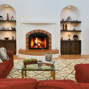 サクラメントの地中海スタイルのおしゃれなLDK (タイルの暖炉まわり、フォーマル、白い壁、テラコッタタイルの床、内蔵型テレビ、オレンジの床) の写真