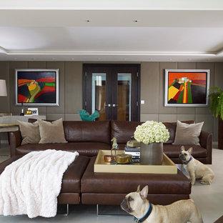 Foto på ett funkis vardagsrum, med ett finrum och grå väggar