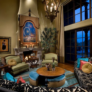 Exemple d'un grand salon mansardé ou avec mezzanine moderne avec une salle de réception, un mur beige, béton au sol, une cheminée standard, un manteau de cheminée en béton, un téléviseur fixé au mur et un sol marron.