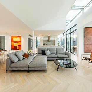 Photo of a contemporary living room in Melbourne.