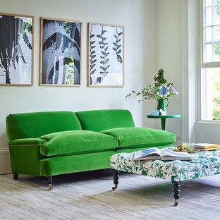 Esempio di un grande soggiorno moderno chiuso con sala formale, pareti bianche, pavimento in legno verniciato e pavimento bianco