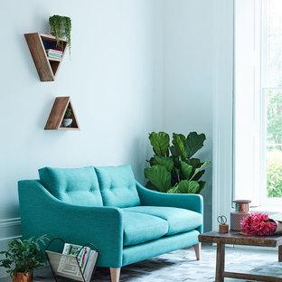 Ejemplo de salón para visitas cerrado, minimalista, pequeño, con paredes blancas, moqueta y suelo multicolor