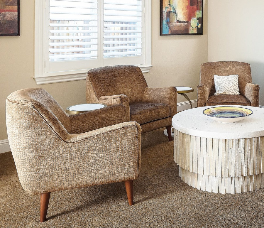 FABULOUS COFFEE TABLE IN CIRCLE OF CHAIRS
