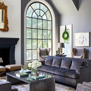 Bild på ett mycket stort vintage allrum med öppen planlösning, med ett finrum, grå väggar, en standard öppen spis och mörkt trägolv