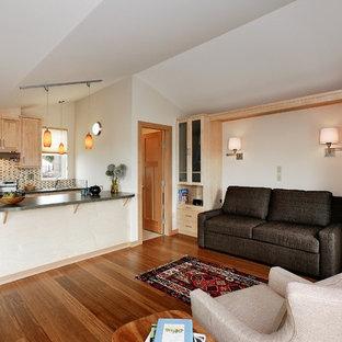 Ispirazione per un piccolo soggiorno contemporaneo aperto con pareti bianche e pavimento in bambù