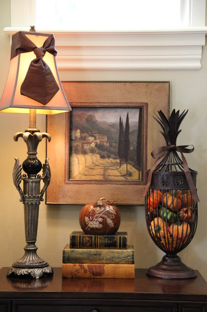 Traditional Living Room Fall Decor/Tuscan Style