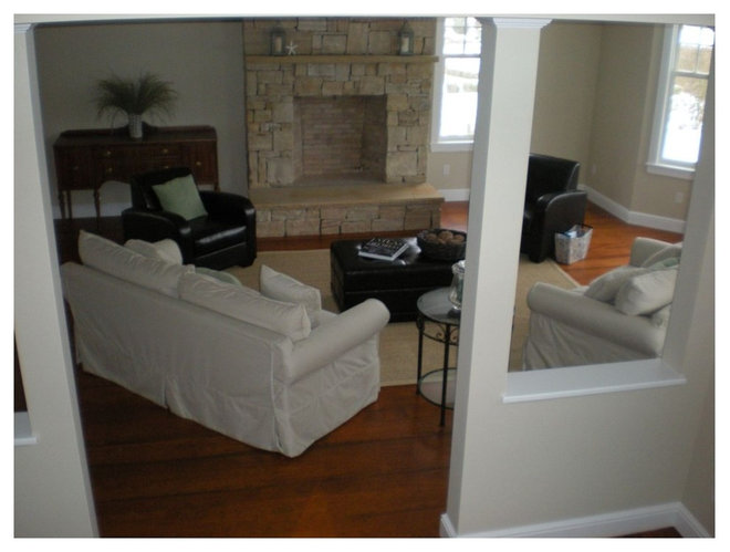 Traditional Living Room by DV Construction