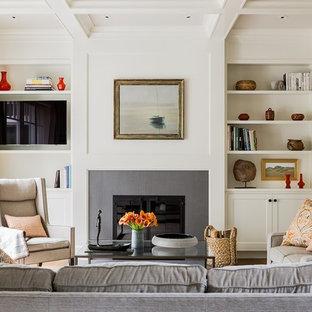 ボストンの大きいトランジショナルスタイルのおしゃれなリビング (白い壁、標準型暖炉、壁掛け型テレビ、フォーマル) の写真