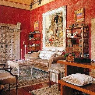 Diseño de salón tradicional con paredes rojas