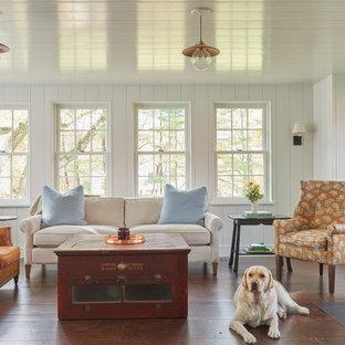 Inspiration för ett stort lantligt allrum med öppen planlösning, med mörkt trägolv, brunt golv, ett finrum, vita väggar och en öppen vedspis