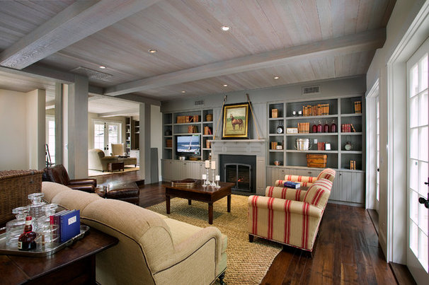 Farmhouse Living Room by DD Ford Construction