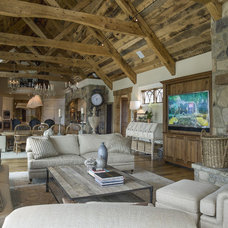 Farmhouse Living Room by Pyramid Builders