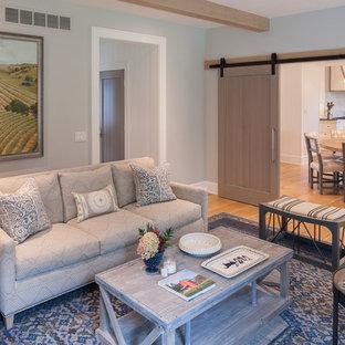 Landhausstil Wohnzimmer mit blauer Wandfarbe Ideen, Design & Bilder ...
