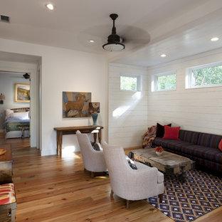 Mittelgroßes Landhaus Wohnzimmer mit weißer Wandfarbe in Austin