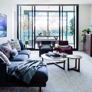 Esempio di un soggiorno design di medie dimensioni e aperto con sala formale, pareti bianche, moquette, pavimento grigio e nessun camino