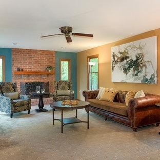 フィラデルフィアの中サイズのトラディショナルスタイルのおしゃれな独立型リビング (フォーマル、マルチカラーの壁、カーペット敷き、標準型暖炉、レンガの暖炉まわり、テレビなし、グレーの床) の写真