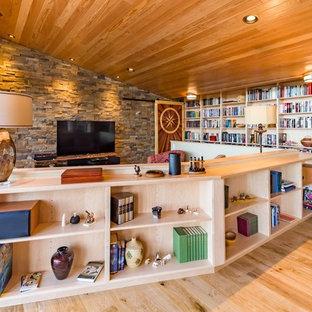Exemple d'un salon avec une bibliothèque ou un coin lecture sud-ouest américain avec aucune cheminée.