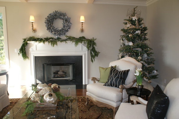 Traditional Living Room Finishing Touches- Junior League of Palo Alto-Mid Peninsula Holiday House Tour
