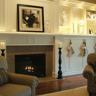 ポートランドのトラディショナルスタイルのおしゃれなリビング (茶色い壁、標準型暖炉) の写真