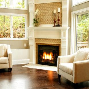 ニューヨークの広いトラディショナルスタイルのおしゃれなLDK (フォーマル、ベージュの壁、磁器タイルの床、吊り下げ式暖炉、漆喰の暖炉まわり、テレビなし、茶色い床) の写真