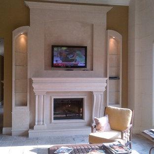 Imagen de salón para visitas cerrado, clásico, grande, con suelo de baldosas de cerámica, chimenea tradicional, marco de chimenea de piedra, paredes marrones y suelo beige