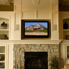 Traditional Living Room by O'Neal Builders, Inc.