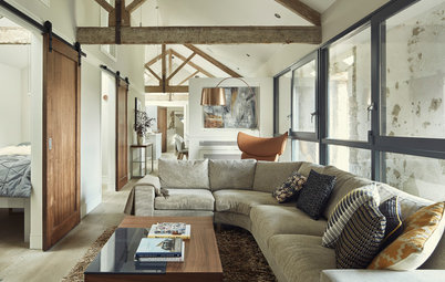 Houzz Tour: 18th-Century Irish Coach House Gets a Glass Lining