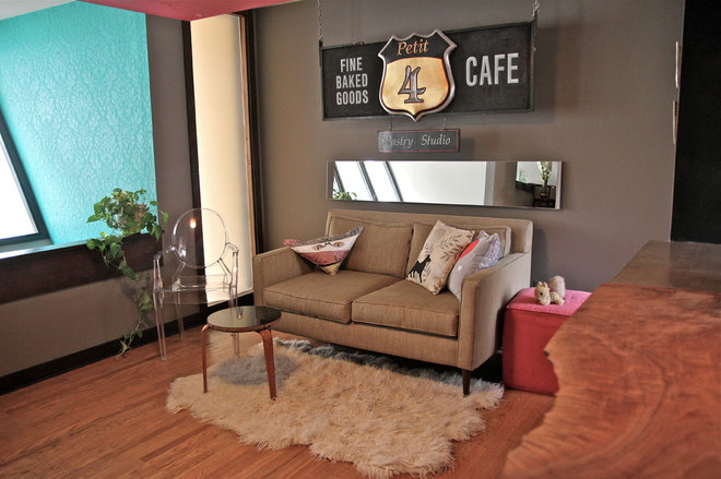 Contemporary Living Room by Betty's Room, LLC