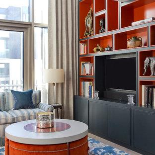 Immagine di un soggiorno tradizionale con pareti rosse, parete attrezzata e pavimento beige