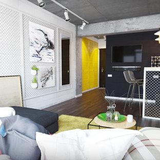 他の地域の小さいインダストリアルスタイルのおしゃれなリビングロフト (黒い壁、塗装フローリング、コンクリートの暖炉まわり、壁掛け型テレビ) の写真